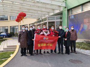 Ärzte und Pflegekräfte unterstützen in Wuhan
